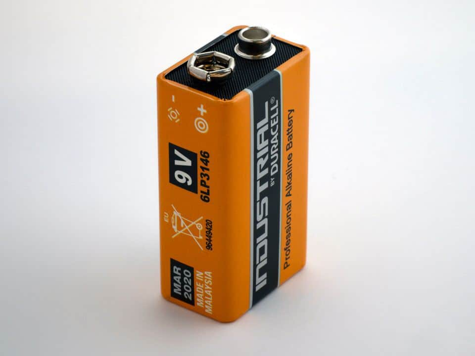 How long do batteries last in an electronic safe?
